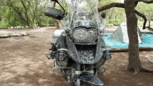 BMW GS nach einer Schlammschlacht im Norden von Namibia